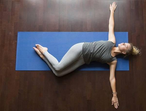 6 حرکت کششی ضروری برای کاهش درد کمر 18
