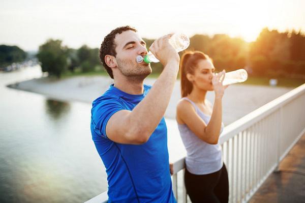 نوشیدنی ورزشی – هر آنچه که باید بدانید